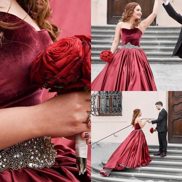 Borgogna Red Velvet Prom Ball Gown Abiti Quinceanera Ragazze Sweet 16 Abiti del partito di cristallo in rilievo Prom Dresses Plus Size abito di sfera personalizzato
