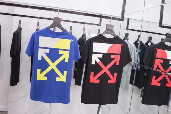 Le logo flèche de couleur printemps-été 2019 est identique pour les hommes et les femmes dans un t-shirt en coton à manches courtes