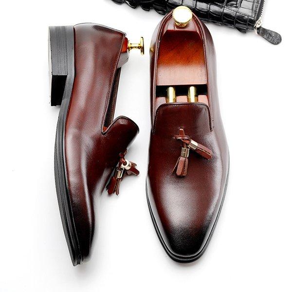 Explosão modelos novos sapatos masculinos de verão Inglaterra apontou sapatos de negócios versão europeia do casamento de couro dos homens livre