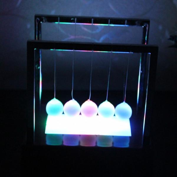 Newtons Balance Ball LED Pendel Bunte Frühen Spaß Entwicklung Pädagogische Wiege Stahl Physik Wissenschaft Geschenk Schreibtisch Spielzeug AAA1855