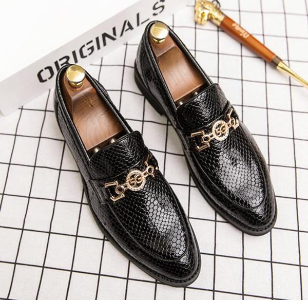 calzados informales de diseño de lujo de los hombres de negocios brillan los zapatos de la borla de zapato pequeño panecillo zapatos de vestir espejo altura torta del partido de charol V71