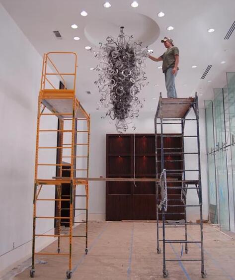 Grand lustre en verre soufflé fait main noir moderne en verre de Murano moderne avec LED s'allume fournisseur chinois artistique