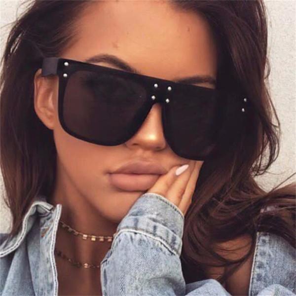 New Flat Top Sun Glasses Oversized Goggles Mens Square Sunglasses Women Fashion Famous Brand Rivet Black Eyewear Gafas De Sol C19041601
