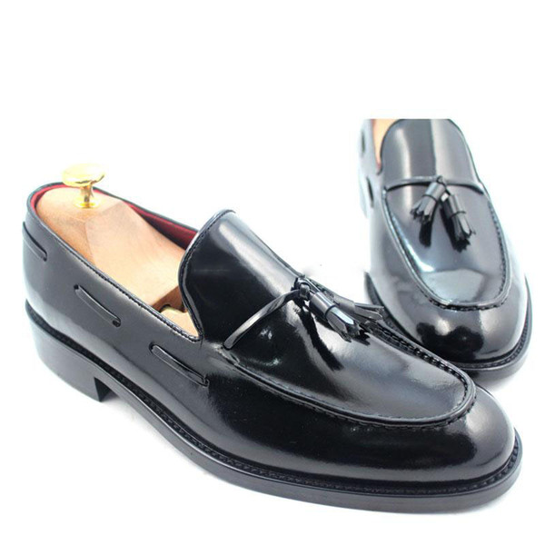 Herren Kleid Schuhe Müßiggänger Schuh Custom Handmade Schuh Runde Spitze atmungsaktiv Quasten Slip-on echtes Patent Kalbsleder LF-S031