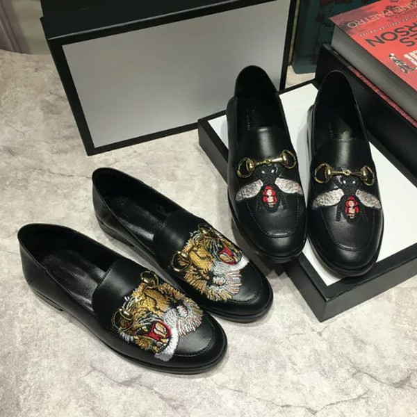 Big Bees of Men and Women with Tiger Head Single Shoes and Lazy Shoes Leather Horse Tie Button Flat soled snake loafers man
