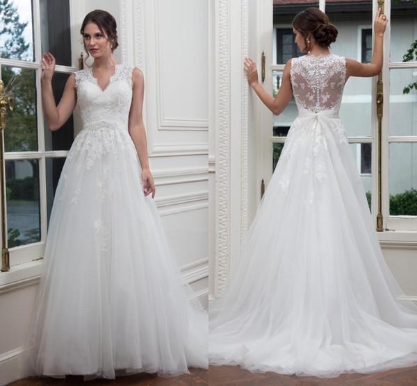 Elegante Cuello en V Una línea Vestidos de novia Chic Ilusión Volver Encaje Apliques Tulle Botones cubiertos Arco Por encargo Tamaño Vestidos de boda