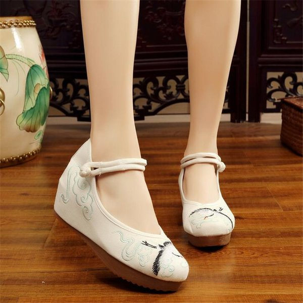 Designer Dress Shoes Akexiya Chinese retro style Crested Ibis pattern embroidered National style tendon bottom increase women's AK58