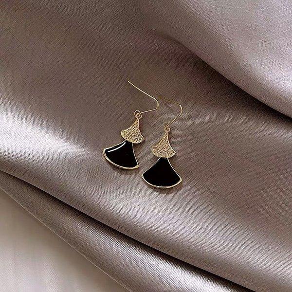 Micro инкрустация. Черный Короткие Веерообразная Ear