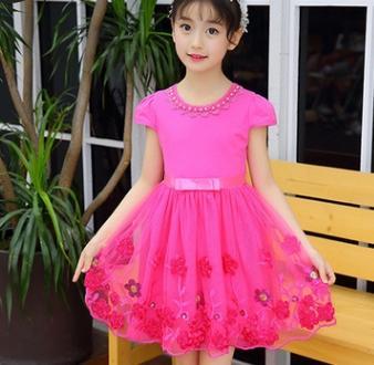 # 3 robes de fleurs pour filles