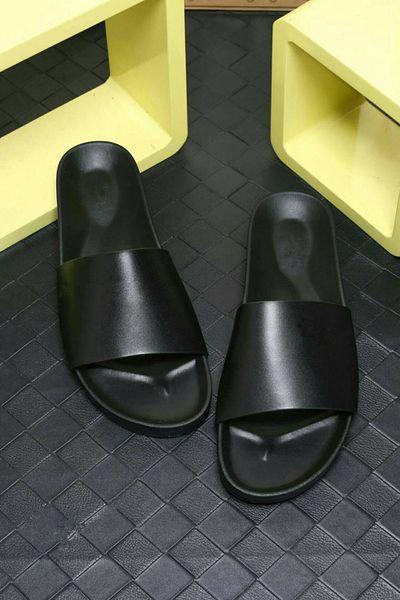 Pantaloncini da uomo estate di alta qualità di design in pelle di vacchetta sandali da spiaggia scivoli di moda pantofole interni taglia 38-46 euro