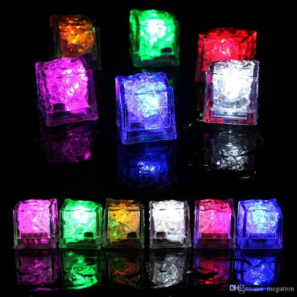 2019 Party Decoration o Flash Ice Cube Water-Actived flash LED Luz colocado na água Beba flash automaticamente para o partido casamento Bares Natal