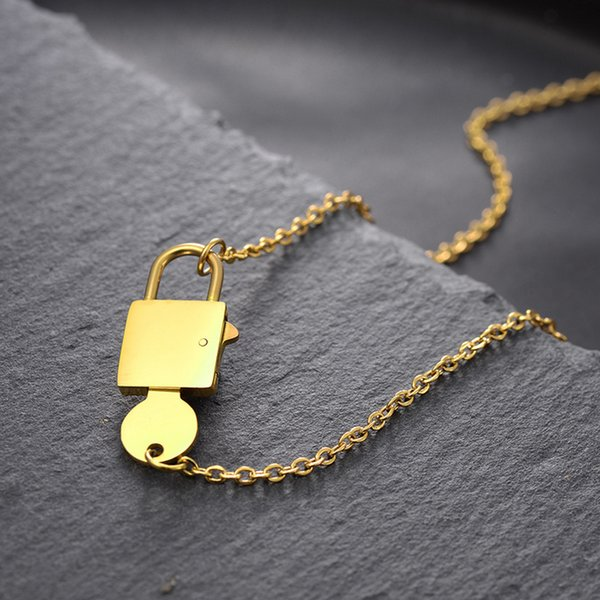 Women Stainless Steel Lock Key Pendant Necklace Gold Clavicle Chain Necklace Gift for Love Fashion Jewelry Accessories