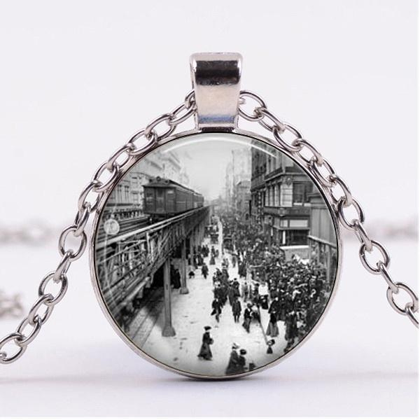 2019 new fashion New York 1920s Train Station Necklace Pendant Retro Bronze Chain Time Gemstone Necklace Pendant Art Male Female Gift