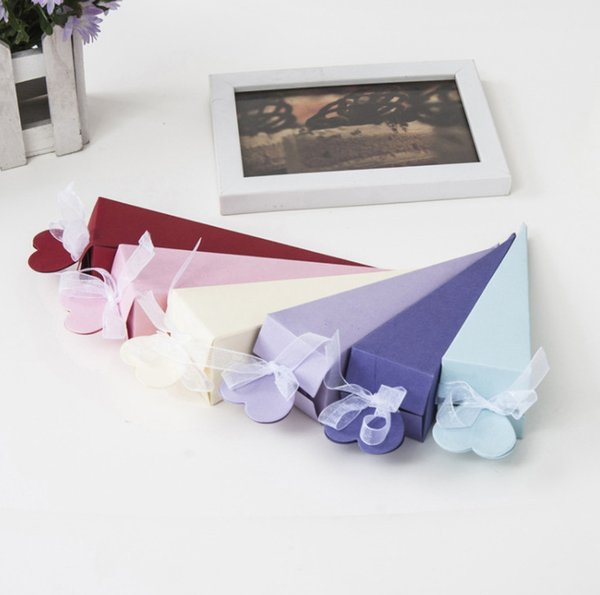 2019 Wedding Candy Box Ice-cream Cone Triangle Shape Gift packaging with hand gift wedding carton multicolor Party Wedding gift box