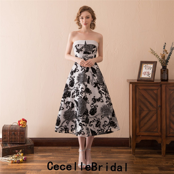 Vintage Tee Länge schwarzer Spitze kurze gotische Brautkleid trägerlosen Korsett zurück einfache A-Linie 50er Jahre 60er Jahre informelle Brautkleid mit Farbe
