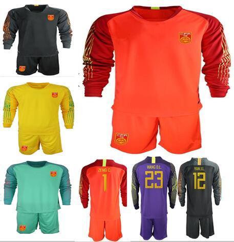 2018 China Fútbol Jersey camisetas para el hogar Camisas manga corta Uniformes Conjuntos de fútbol ZENG G. WANG D.L. Kit de portero de manga larga YAN J.L.