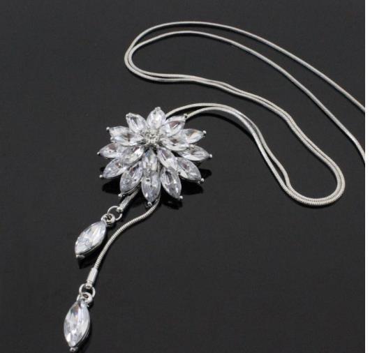 Kar Çiçek Kız Kazak Zincir Zirkon Kristal Lotus Dekorasyon Aksesuarları Toptan Moda Uzun Püsküller Kadın Kolye