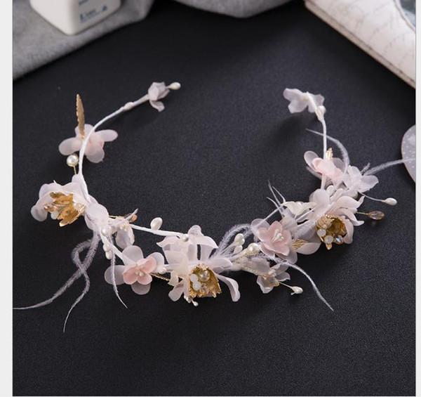 Düğün gelin tüy çiçek kafa ile stüdyo ve makyaj gelin headdress