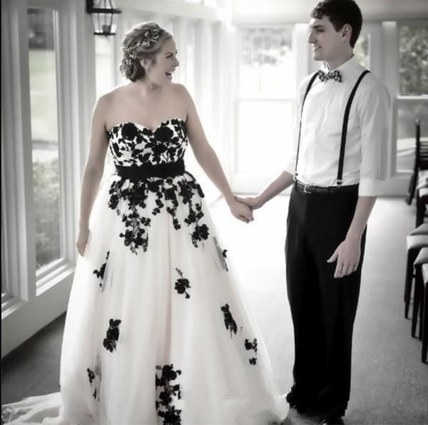 2019 Vintage Gothic Black and White Wedding Dress Sweetheart Open Back Lace-up Lace Appliqued Tulle Bridal Gowns Custom Colors