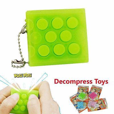 50pcs / lot Puchi Puchi Keychain Puti Puti Bolla elettronica Portachiavi Pop bolla d'aria infinita Vent Decompress altoparlante giocattolo