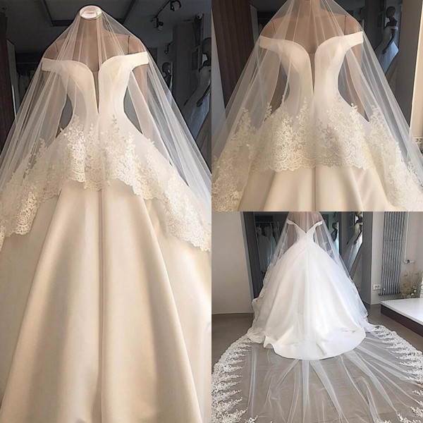 Dreamy Off Shoulder White Wedding Dress Satin Simple Bride Dress Ball Gown Sexy Backless Plus Size Bridal Gowns with Veil