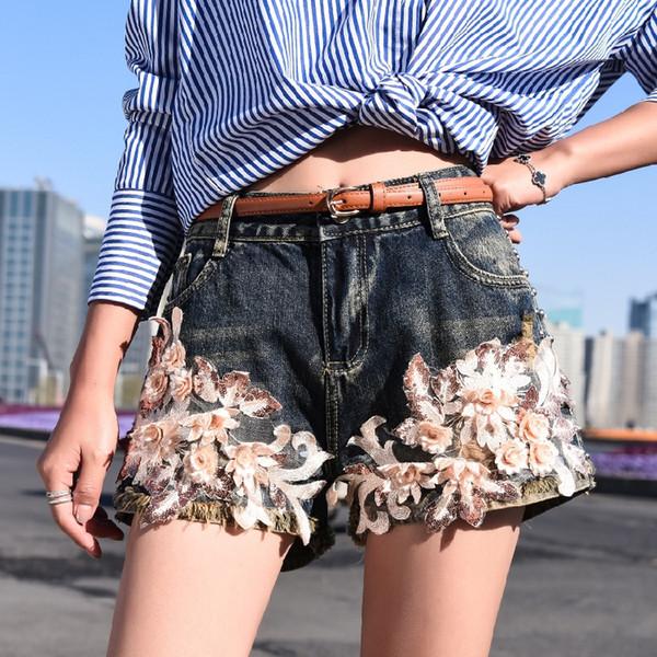 Mujeres pantalones cortos de mezclilla Verano floral floral apliques con pantalones cortos de lentejuelas Nuevo remache de pierna ancha Jeans Femme