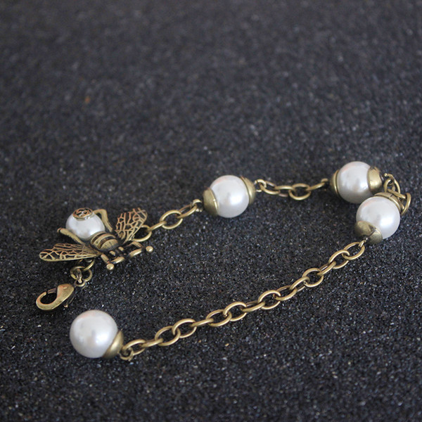 Natural Pearls Luxury Bracelets woman Designer Bees copper Chains for Girlfriends Classic Style Quality pearl jewelry