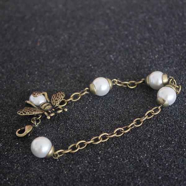 Натуральный жемчуг Роскошные браслеты женщины Дизайнерские медные цепочки Пчелы для подружек Классический стиль Качественные жемчужные украшения