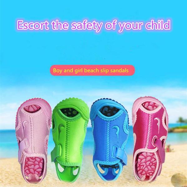 Zapatos para niños Sandalias de diseño Niños pequeños para niños Sandalias de cuero suave Niños de verano Suela suave de cuero genuino Playa segura y cómoda