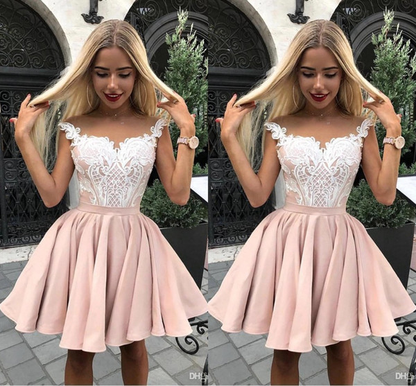 Light Pink Short Cocktail Dresses 2019 Capped Sleeves Sheer Neck Knee Length Short Prom Dress with White Lace Appliques Cheap Party Gowns