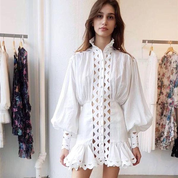 2019 Printemps femmes élégantes blanc à col roulé en dentelle Mini robe Runway Designer évider lanterne manches Parti Femme Vêtements Robe
