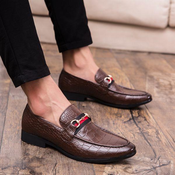 2019 Nova Tendência Apontou Toe Sapatos De Couro Dos Homens Deslizamento Em Respirável Causal Vestido Sapatos de Moda Homens Sapatos de Hairstylist Plus Size 38-47