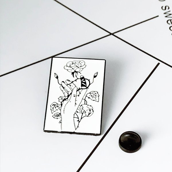 Nova Chegada Broche de Metal Bonito Florescendo broche de lótus Simples Mão Branca Enrolamento Folha de videira e Brotos de Moda Homem e Mulheres Esmalte Broches Pin