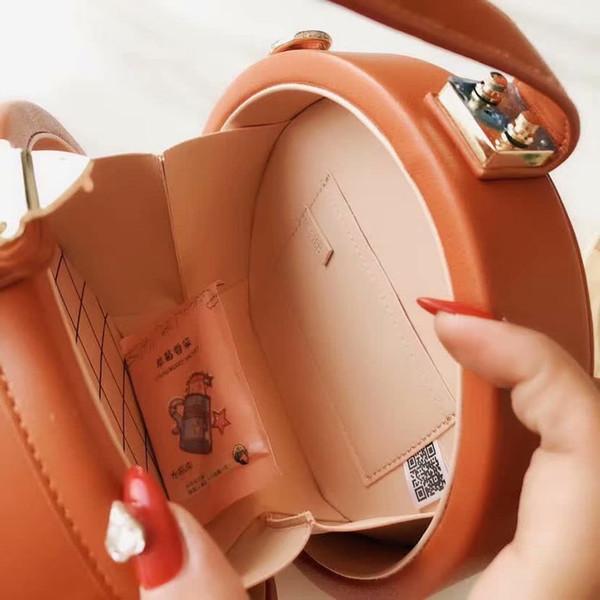 2020 neuer Frühling Leinwand Rundschultertasche Neueste Luxus Satteltasche Elegante und reizend Vintage Damendesignertasche weiche Handtasche Portemonnaies