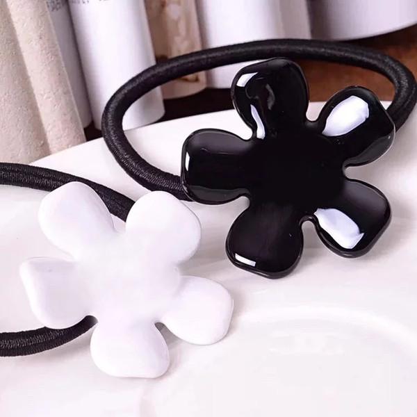 4X4 CM siyah ve beyaz akrilik C tarzı çiçek lastik bant saç halka saç klipler headdress Sayaç vip hediye 4 adet / grup