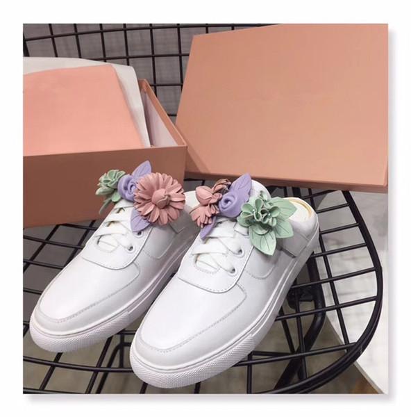 Бесплатная доставка 2019 женская кожаная обувь на круглых пальцах на плоских каблуках 3D красочные цветы маленькие белые туфли украшения Sophia Webster SHOE 34-42 02