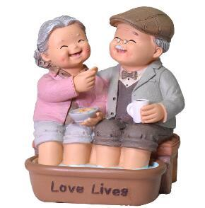 Creative Figurines Creative Grandparents Accompany Figurines Wedding Ornaments Resin Crafts Old Parents Washing Feet Anniversary Gifts Home