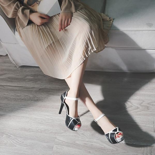 Burnu açık Pompaları Stiletto Yüksek Topuklu Platformlar Sandal Renk Siyah Beyaz Patchwork Sandalet Yeni Seksi Gladyatör Toka Kadın Parti Elbise ayakkabı