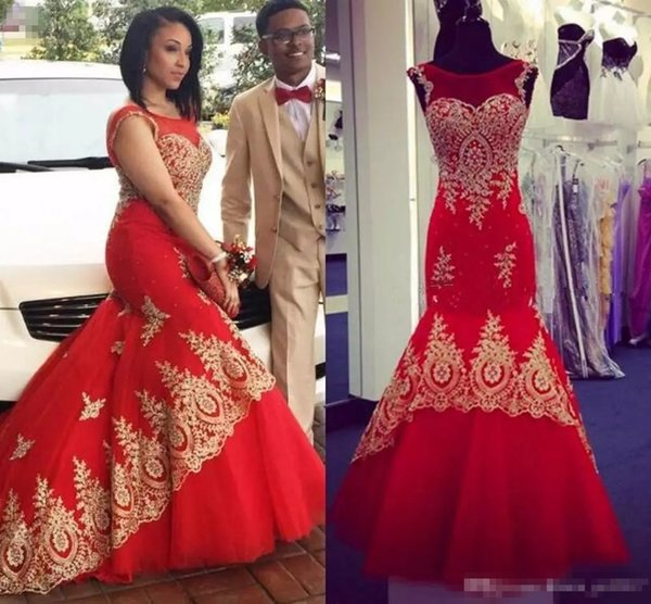 2019 Mermaid Prom Dresses Plus Size Dubai Red Couple Dress Sheer Crew Neck Gold Lace Appliques Beaded Evening Gowns
