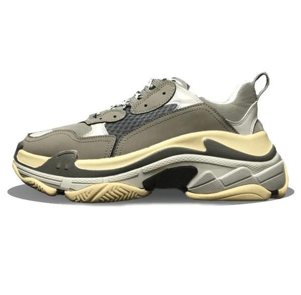 Calde scarpe casual Parigi 17FW Sneaker Triple-S Triple S Casual Scarpe papà per uomo Donna Beige Nero Ceahp Sports Designer Scarpe Taglia 36-45