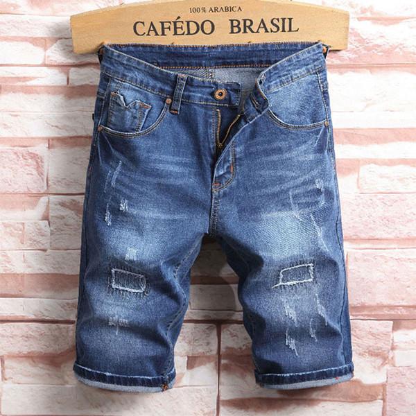 2019 Estate nuovi jeans degli uomini bicchierini, colori blu jeans bicchierini degli uomini, stilista breve strappato per gli uomini, uomini pantaloni! A509