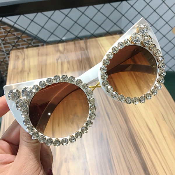 Vintage-Sonnenbrillen Frauen 2019 Sexy Katzenaugen-Sonnenbrille LuxuxBling Diamant-Übergroße Sonnenbrillen oculos feminino
