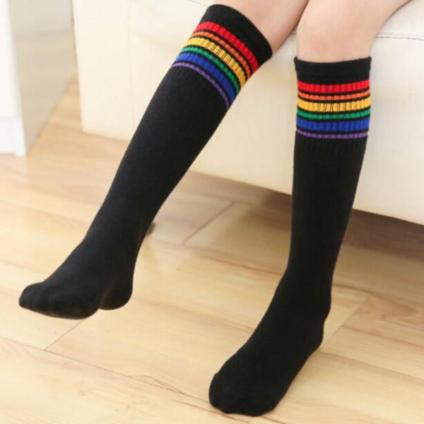 Mädchen Junge Regenbogen gestreifte Sportsocken Kniehohe lange Socken Fußball-Laufsocken für Kinder