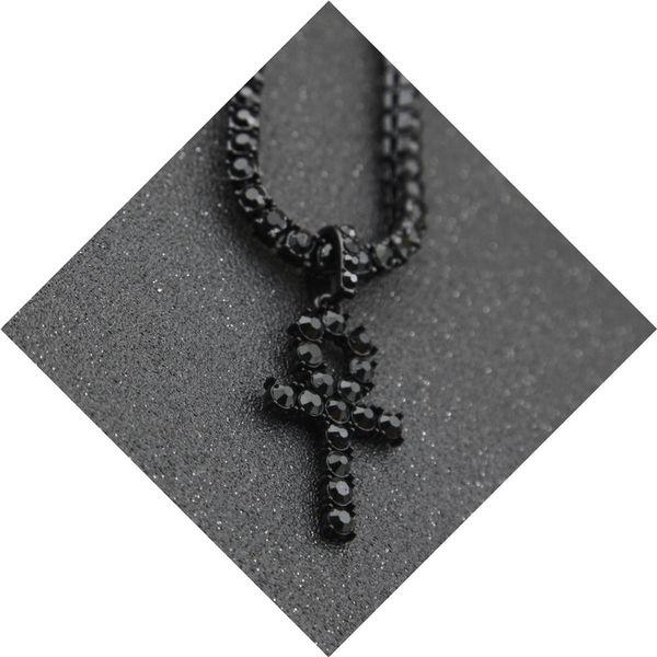 قلادة الصليب الأسود