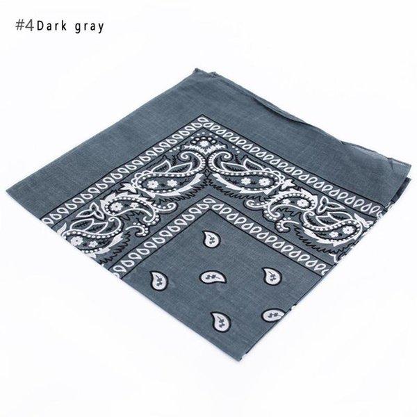 4 gris foncé