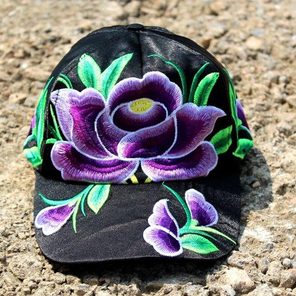 fleurs violettes avec fond noir (Ro