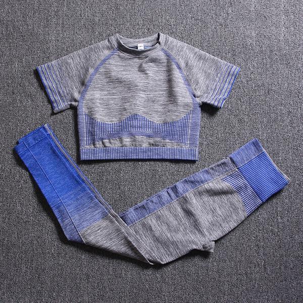 O cinza azul de manga curta Suit