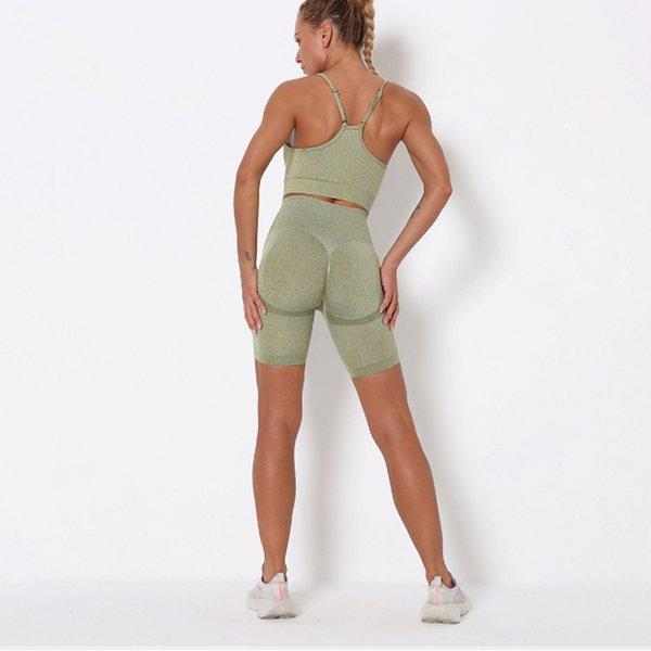 Светло-зеленые шорты