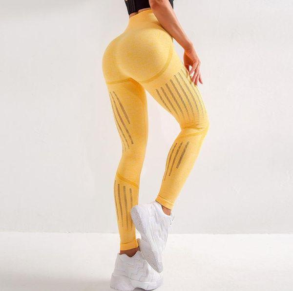 119 calças amarelas
