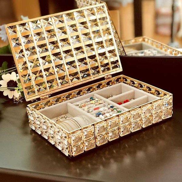 kapak ile mücevher kutusu